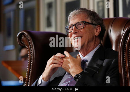 University of Cambridge, UK. 7th Oct 2019. Newly appointed Hawking Fellow, Bill Gates KBE, co-chair of the Bill & Melinda Gates Foundation, speaks after receiving the Professor Hawking Fellowship 2019 at the Cambridge Union, Cambridge, Monday October 7, 2019.  The Professor Hawking Fellowship was founded by the Cambridge Union Society in 2017 and named in honour of Professor Stephen Hawking. Credit: Luke MacGregor/Alamy Live News - Stock Photo