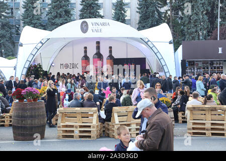 Chisinau, Moldova. 5th Oct, 2019. People take part in an event during the 18th edition of the National Wine Day in Chisinau, Moldova, Oct. 5, 2019. Moldova's two-day National Wine Day, aiming to promote wine production and exports, ended here on Sunday. Credit: Chen Jin/Xinhua/Alamy Live News - Stock Photo