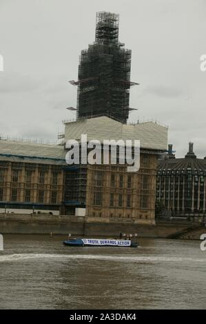 LONDON, UNITED KINGDOM. 07th Oct 2019, Extinction Rebellion narrow boat protest on the River Thames outside the Palace of Westminster, to highlight climate change. © Martin Foskett/Knelstrom Ltd/Alamy Live News - Stock Photo