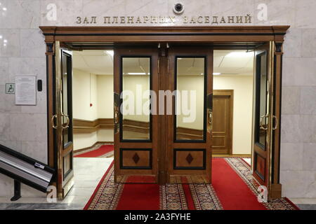Moscow, Russia. 08th Oct, 2019. MOSCOW, RUSSIA - OCTOBER 8, 2019: Doors leading to the assembly hall of the Russian State Duma. Anton Novoderezhkin/TASS Credit: ITAR-TASS News Agency/Alamy Live News - Stock Photo