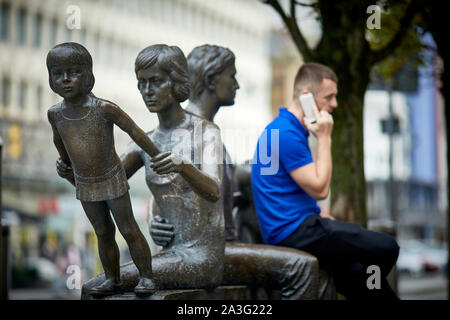 Cardiff Wales,  The 'Family' by Robert Thomas sculptor, is prominently displayed in Cardiff Queen Street - Stock Photo