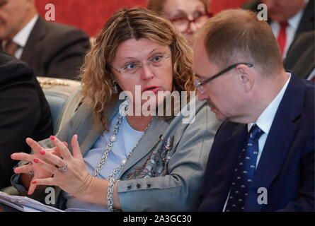 Moscow, Russia. 08th Oct, 2019. MOSCOW, RUSSIA - OCTOBER 8, 2019: The general director of St Petersburg's State Academic Capella Olga Khomova (L front) and the rector of St Petersburg University Nikolai Kropachev (R front) before a meeting of the Organising Committee for 8th St Pertersburg International Cultural Forum, at the offices of the Russian government. Mikhail Japaridze/TASS Credit: ITAR-TASS News Agency/Alamy Live News - Stock Photo