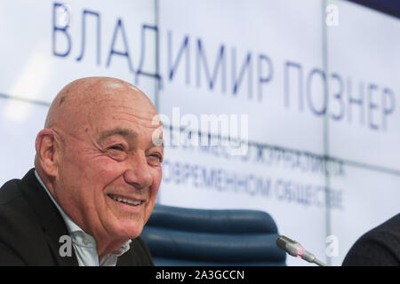 Moscow, Russia. 08th Oct, 2019. MOSCOW, RUSSIA - OCTOBER 8, 2019: Journalist Vladimir Pozner gives a lecture at the TASS news agency. Vladimir Gerdo/TASS Credit: ITAR-TASS News Agency/Alamy Live News - Stock Photo