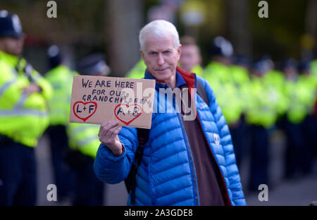 London, UK. 8th October 2019. Extinction Rebellion protests bring central London to a standstill for a second day. Credit: PjrFoto/Alamy Live News - Stock Photo