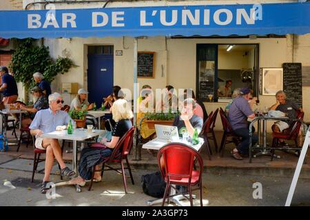 France, Var, Provence Verte, Cotignac, cours Gambetta, caf? terrace - Stock Photo