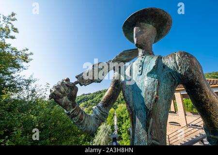 Georgia, Kakheti region, Sighnaghi fortified village, one of the many sculptures scattered in the village - Stock Photo