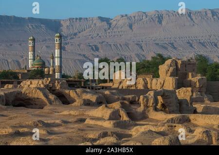China, Xinjiang autonomous region, Turfan or Turpan, Flaming mountains, ancient ruined city of Jiaohe, stop on the Silk Road - Stock Photo