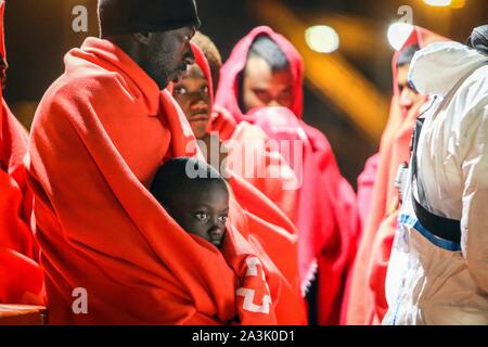 9 october 2019 (Malaga) Boat of immigrants of sub-Saharan origin rescued on the high seas in the Sea of Dawn with 48 men, 9 women and a child and are disembarked in the port of Malaga this morning. Credit: CORDON PRESS/Alamy Live News - Stock Photo