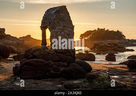 The shrine of Saint Guirec at sunset and and view towards l'Île de Costaérès, Plage Saint-Guirec, Ploumanac'h, Brittany - Stock Photo