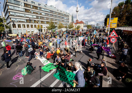 Berlin, Germany. 09th Oct, 2019. Activists of the movement 'Extinction Rebellion' block the mill dam at the mill dam bridge. Credit: Christoph Soeder/dpa/Alamy Live News - Stock Photo