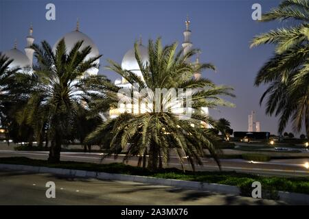 Sheik Zayed  The Grand Mosque of Abu Dhabi UAE - largest mosque in the UAE. - Stock Photo