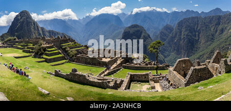 Panoramic view of the citadel Machu Picchu citadel from the inside. Behind we can appreciate big and beautiful mountains full of green vegetation. Arc - Stock Photo