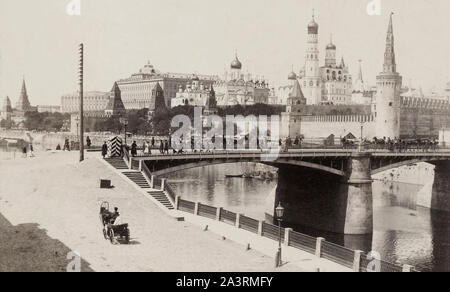 Moskvoretsky Bridge (old) is a bridge that spans the Moskva River in Moscow, Russia, immediately east of the Kremlin. The bridge connects Red Square w - Stock Photo