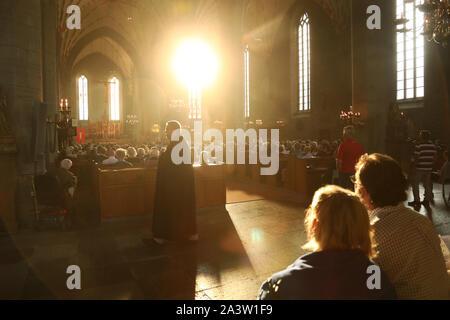 VADSTENA 20190723Societas Sanctæ Birgittæ SSB) är en sammanslutning av män och kvinnor inom Svenska kyrkan, som i vördnad för den heliga Birgitta och i likhet med henne vill tjäna den heliga, allmänneliga och apostoliska Kyrkan i Sverige. SSB håller årligen Genereralkapitel omkring den heliga Birgittas himmelska födelsedag – den 23 juli – vanligen i Vadstena. Foto Jeppe Gustafsson - Stock Photo