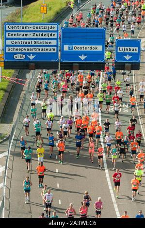 people running 'Dam tot Damloop', 10 miles from Amsterdam to Zaandam. - Stock Photo