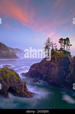 Oregon coast south of Natural Bridges Viewpoint, Samuel H. Boardman State Park. - Stock Photo