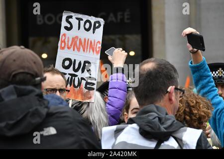 Trafalgar Square, London, UK. 11th Oct 2019. Extinction Rebellion Protesters in Trafalgar Square, London London, UK. 11th Oct, 2019. Credit: Nils Jorgensen/Alamy Live News - Stock Photo