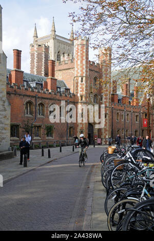 St. John's Street, and the entrance to St. John's College, in Cambridge, Cambridgeshire, England - Stock Photo