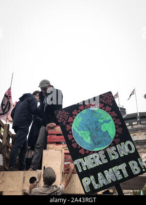 London, UK. 11th Oct, 2019. Extinction Rebellion activists are protesting in cities around the world, calling for urgent action on global climate and wildlife emergencies. As part of their protests on Friday, activists gathered outside tents at Trafalgar Square in London. (Photo by Laura Chiesa/Pacific Press) Credit: Pacific Press Agency/Alamy Live News - Stock Photo