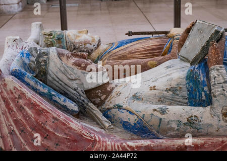 Burial effigy of Eleanor of Aquitaine and henry second at Abbey of Fontevraud, Loire, France. She was buried at the abbey with other Plantagenet kings - Stock Photo