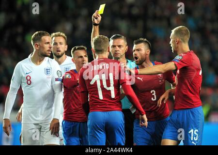 Prague, Czech Republic. 12th Oct, 2019. Referee Damir Skomina shows a yellow card to Czech Republic's JAKUB JANKTO (14) of Czech Republic during the UEFA EURO 2020 qualifier soccer match between Czech Republic and England at Sinobo Stadium in Prague, on October 11, 2019. Credit: Slavek Ruta/ZUMA Wire/Alamy Live News - Stock Photo