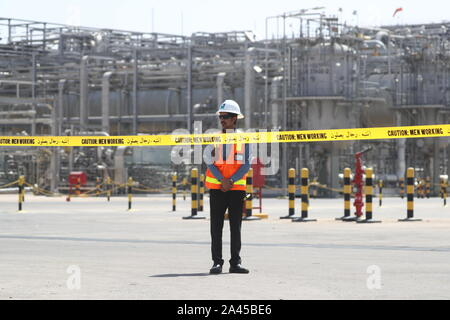 Khurais, Saudi Arabia. 12th Oct, 2019. EASTERN PROVINCE, SAUDI ARABIA - OCTOBER 12, 2019: An oil processing facility of Saudi Aramco, a Saudi Arabian state-owned oil and gas company, at the Khurais oil field. Stanislav Krasilnikov/TASS Credit: ITAR-TASS News Agency/Alamy Live News - Stock Photo