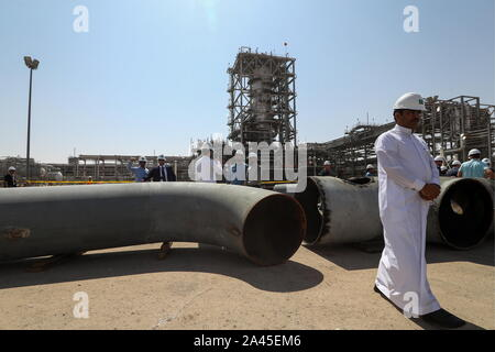 Khurais, Saudi Arabia. 12th Oct, 2019. EASTERN PROVINCE, SAUDI ARABIA - OCTOBER 12, 2019: Damaged pipes at an oil processing facility of Saudi Aramco, a Saudi Arabian state-owned oil and gas company, at the Khurais oil field. On 14 September 2019, two of the major Saudi oil facilities, Abqaiq and Khurais, suffered massive attacks of explosive-laden drones and cruise missiles; the Houthi movement, also known as Ansar Allah, claimed responsibility for the attacks. Stanislav Krasilnikov/TASS Credit: ITAR-TASS News Agency/Alamy Live News - Stock Photo