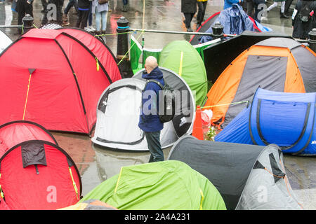 London, UK - 13 October 2019. Climate activists from Extinction Rebellion continue their protest for a seventh day  as they set up camp  in bivouacs in Trafalgar Square in an attempt to force the government to declare a climate emergency and meet their demands to reduce to zero carbon emmissions by 2025. Credit: amer ghazzal/Alamy Live News - Stock Photo