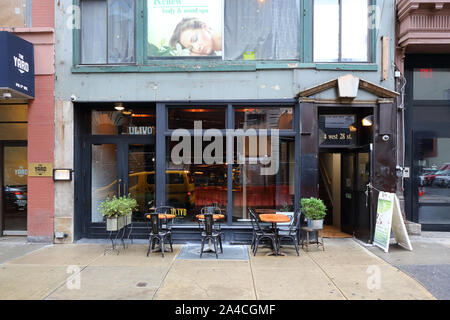 Ulivo, 4 West 28th Street, New York, NY. exterior storefront of a restaurant, and sidewalk cafe in the nomad neighborhood of Manhattan. - Stock Photo