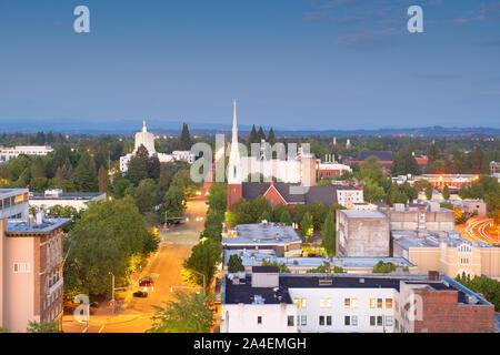 Salem, Oregon, USA downtown city skyline at dusk. - Stock Photo