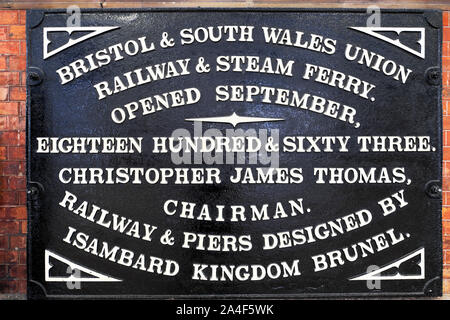 Isambard Kingdom Brunel memorial plaque on wall at Bristol Temple Meads Railway Station in Bristol England UK  KATHY DEWITT - Stock Photo