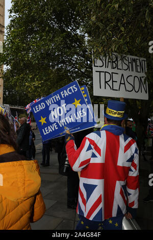 Steve Bray, Mr Stop Brexit seen in a union jack jacket and placard in discussion with a brexiteer opposite the house of parliament, London, uk. - Stock Photo