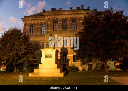 Illuminated statue of Josip Juraj Strossmayer in front of the Croatian Academy of Science and Arts, Zagreb, Croatia. Sculptor: Ivan Mestrovic - Stock Photo