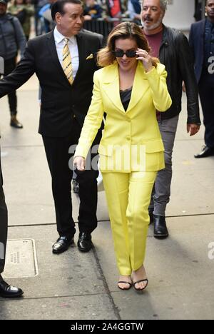 New York, NY, USA. 14th Oct, 2019. Alyssa Milano out and about for Celebrity Candids - MON, Good Morning American (GMA) studios, New York, NY October 14, 2019. Credit: Kristin Callahan/Everett Collection/Alamy Live News - Stock Photo