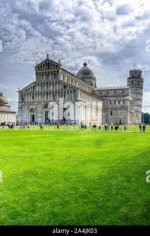 Italy, Tuscany, Pisa, Piazza dei Miracoli, Santa Maria Assunta cathedral and Leaning Tower