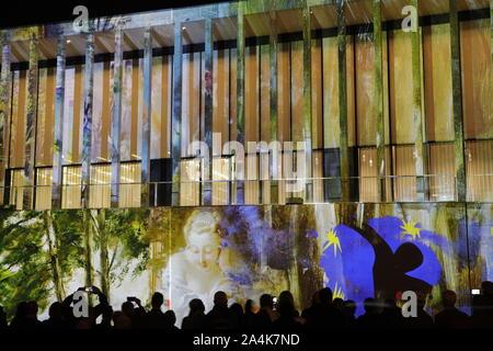 Europa, Deutschland, Berlin, Mitte, Festival of Lights, James-Simon-Galerie - Stock Photo