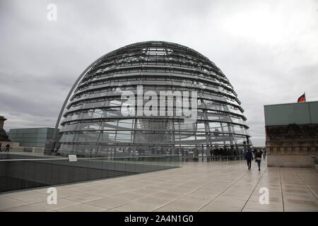 Das Reichstagsgebäude  Berlin Reichstag , Bundestag, Politik, erbaut 1984-1894, Architekt: Paul Wallot, Umbau 1995-1999, Architekt: Sir Norman Foster, - Stock Photo