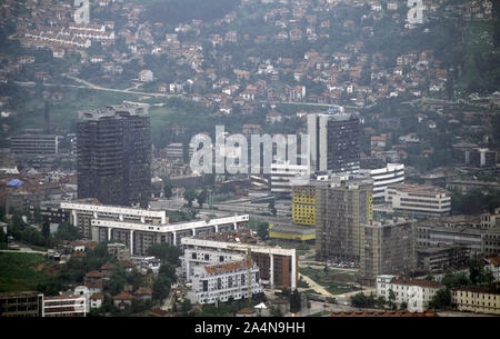 6th June 1993 During the Siege of Sarajevo: the view south-east from Hum Hill. The twin Unis Towers (on the left) and the yellow Holiday Inn Hotel with the burned-out Building of the BiH Parliamentary Assembly immediately above. - Stock Photo