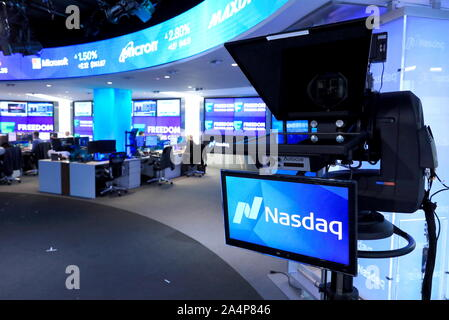 New York City, USA. 15th Oct, 2019. NEW YORK CITY, UNITED STATES - OCTOBER 15, 2015: The Nasdaq stock exchange; Freedom Holding Corporation, a retail brokerage and investment bank registered in the United States with operating subsidiaries in Russia (under the brand of Freedom Finance), Eastern Europe and Central Asia, has began trading its shares at the Nasdaq Stock Market. Alexander Ryumin/TASS Credit: ITAR-TASS News Agency/Alamy Live News - Stock Photo