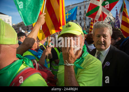 Madrid, Spain. 15th Oct, 2019. A pensioner gets excited upon arrival at the Puerta del Sol in Madrid (Photo by Fer Capdepón/Pacific Press) Credit: Pacific Press Agency/Alamy Live News - Stock Photo
