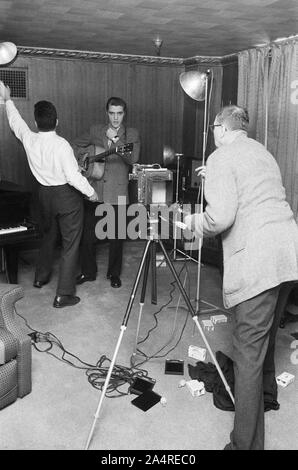 Elvis Presley during a publicity photoshoot, at Elvis's house at 1034 Audubon Drive, Memphis, Tennessee, May 29, 1956 - Stock Photo
