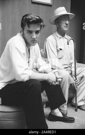 Elvis Presley with family friend Dan Shackleford, at Elvis's house at 1034 Audubon Drive, Memphis, Tennessee, May 29, 1956 - Stock Photo