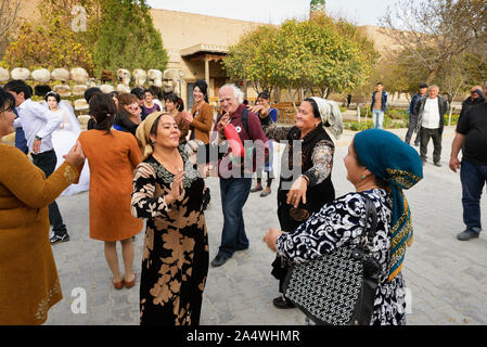 A wedding in the main street of the old town of Khiva, a very popular site for all the festivities in the town. Uzbekistan - Stock Photo