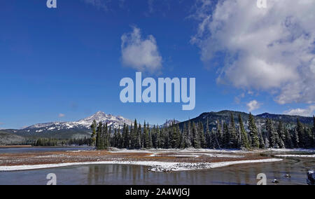 A view of Broken Top Peak in the Three Sisters Wilderness Area, over Sparks Lake in the Deschutes National Forest along the Cascade Lakes Highway in C - Stock Photo