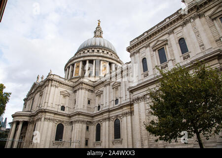 Side view of Saint Paul's Cathedral - Stock Photo
