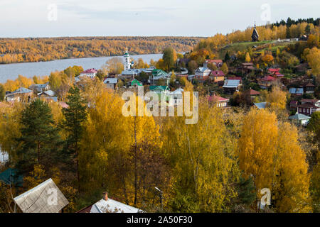 RUSSIA, Plyos - October 04, 2019: Ivanovo Region. Bright yellow autumn forest on background of Volga river. from height of Cathedral Mountain. Varvara - Stock Photo