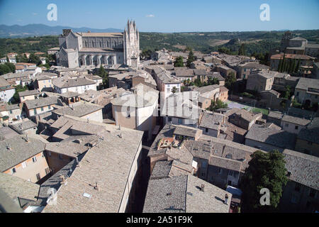 Italian Gothic Cattedrale di Santa Maria Assunta (Cathedral of Assumption of the Blessed Virgin Mary) in historic centre of Orvieto, Umbria, Italy. Au