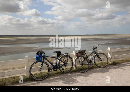 Cycles leaning on fence, Le Crotoy, Picardy. cycle touring - Stock Photo