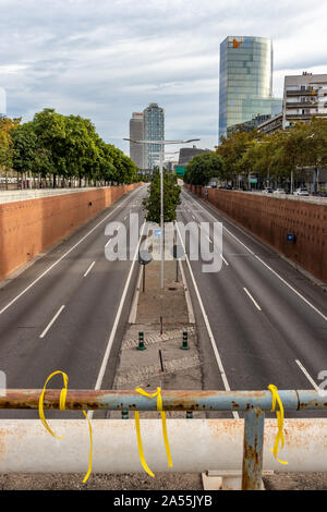Barcelona, Spain - October 18, 2019:  Empty Ronda Litoral highway during the day of general strike in Catalonia against the judicial sentence for the catalan leaders that promoted the independence referendum Credit: Dino Geromella/Alamy Live News - Stock Photo