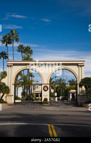 Entrance gate to a studio, Paramount Studios, Melrose Avenue, Hollywood, Los Angeles, California, USA - Stock Photo